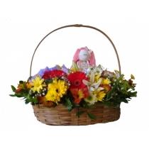 cesta de flores do campo com boneca
