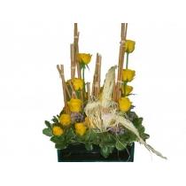 vidro c/ rosas amarelas