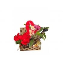 baú c/ flores plantadas e enfeites
