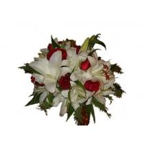 buquê de noiva com rosas e lírios