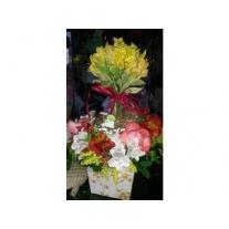 caixa com alstromélias e rosas